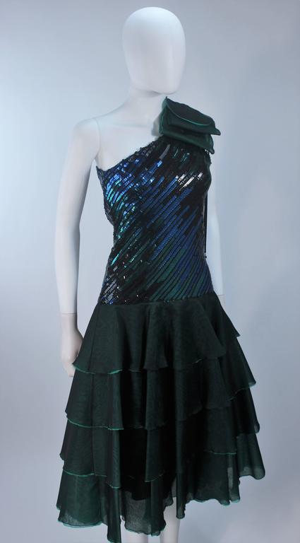 Iridescent Emerald Green Sequin Cocktail Dress Size 6-8 In Excellent Condition For Sale In Los Angeles, CA