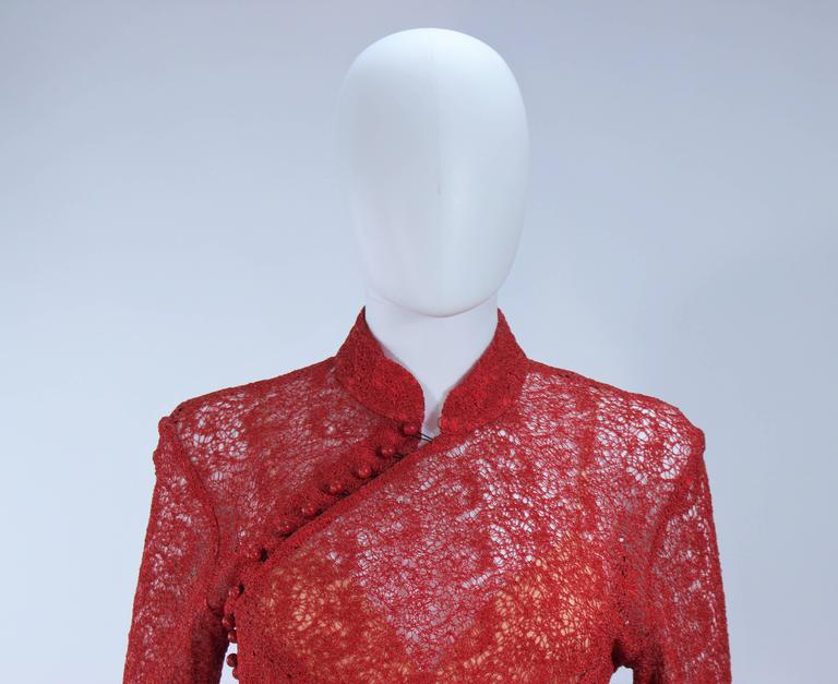 MONIQUE LHUILLIER Asian Inspired Deep Coral Knit lace Cocktail Dress Size 8 In Excellent Condition For Sale In Los Angeles, CA