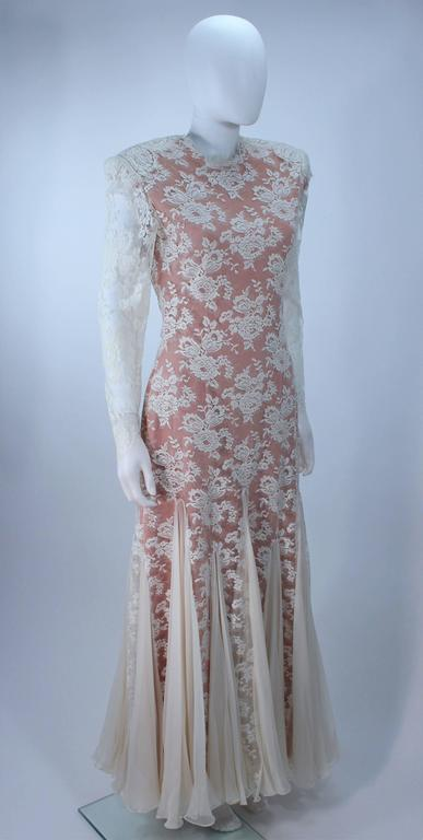 TRAVILLA Lace Gown with Nude Underlay Size 4 6 In Excellent Condition For Sale In Los Angeles, CA