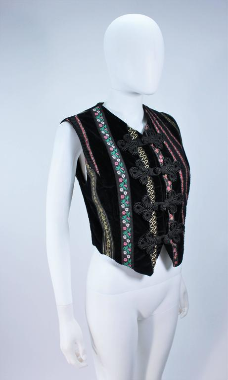 DOLCE & GABBANA Velvet Vest with Trim Size Small In Excellent Condition For Sale In Los Angeles, CA