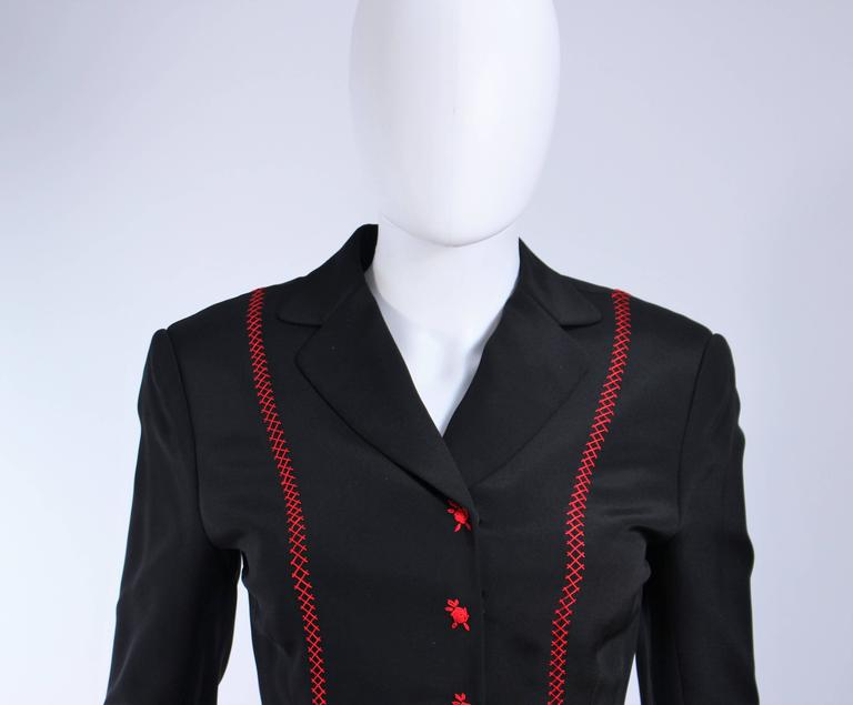 RICHARD TYLER Black and Red Fitted Jacket with Floral Pattern Size 2 4 In Excellent Condition For Sale In Los Angeles, CA