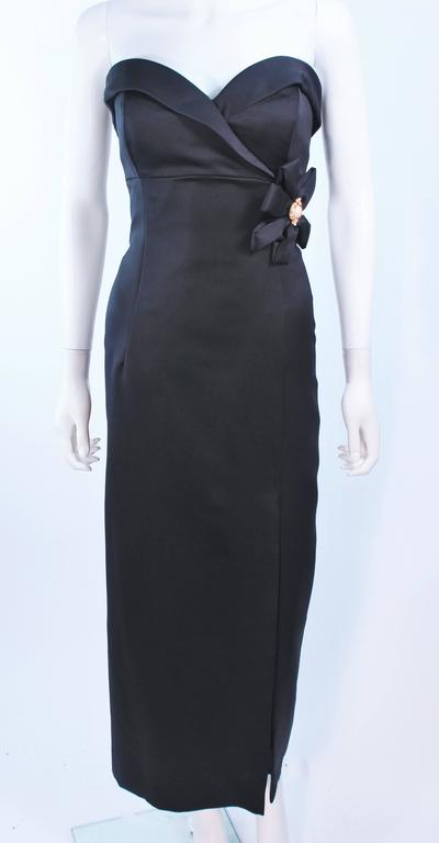 VICTOR COSTA Black Satin Gown with Side Bow Detail Size 6 8 In Excellent Condition For Sale In Los Angeles, CA