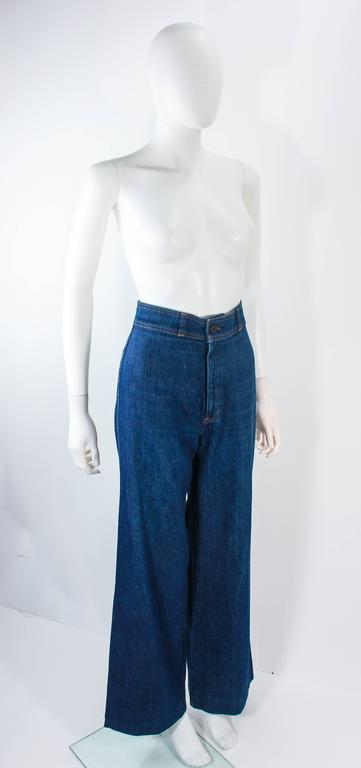 LEVI'S 70's Vintage High Waist Wide Leg Stone Washed Denim Jeans Size 25 In Excellent Condition For Sale In Los Angeles, CA