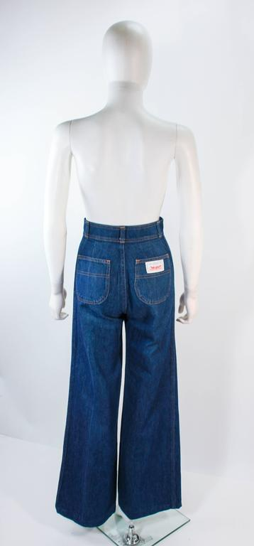 LEVI'S 70's Vintage High Waist Wide Leg Stone Washed Denim Jeans Size 25 For Sale 1