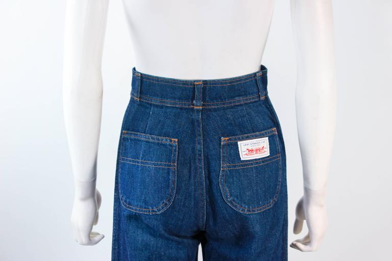 LEVI'S 70's Vintage High Waist Wide Leg Stone Washed Denim Jeans Size 25 For Sale 3