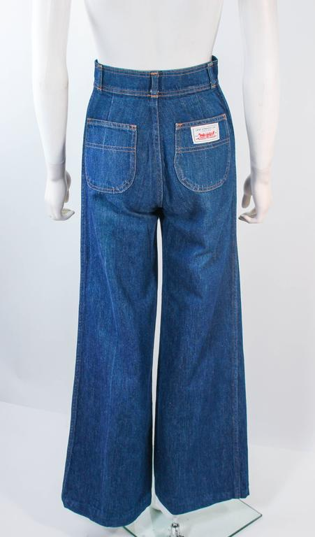 LEVI'S 70's Vintage High Waist Wide Leg Stone Washed Denim Jeans Size 25 For Sale 2