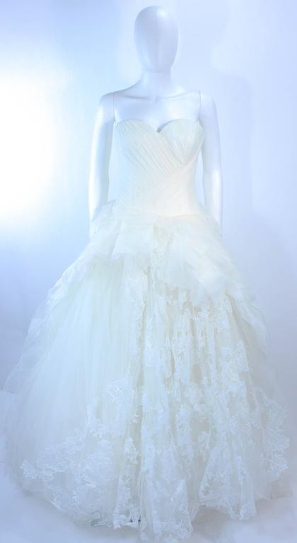 VERA WANG White Tulle & Lace Wedding Gown With Gathered Bustier Size 4 10K 2