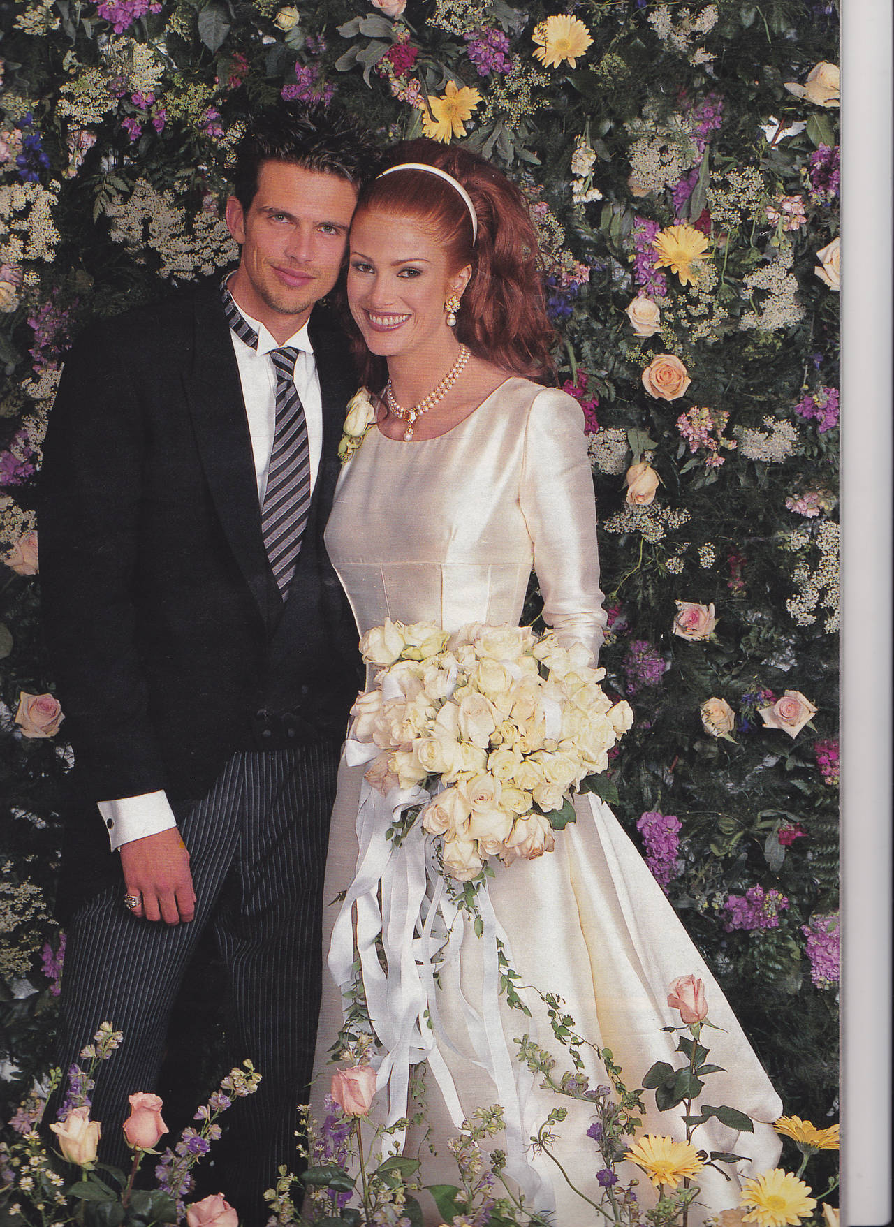 Valentino 1996 Haute Couture Wedding Gown with Valentino Sketches In Excellent Condition For Sale In Los Angeles, CA