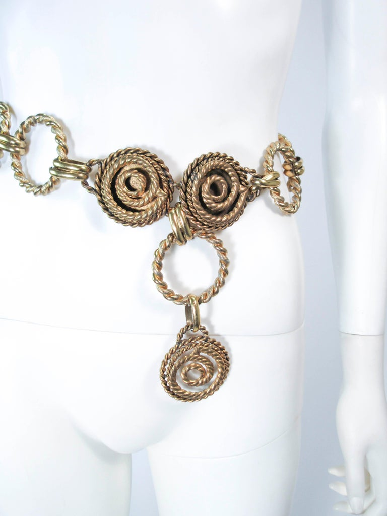 BUTLER & WILSON Gold Tone Dangle Belt  In Excellent Condition For Sale In Los Angeles, CA