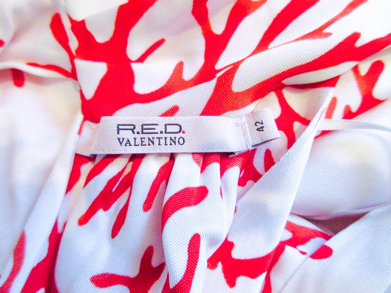 VALENTINO White with Red Coral Pattern Criss Cross Jersey Halter Dress Size 42 For Sale 7