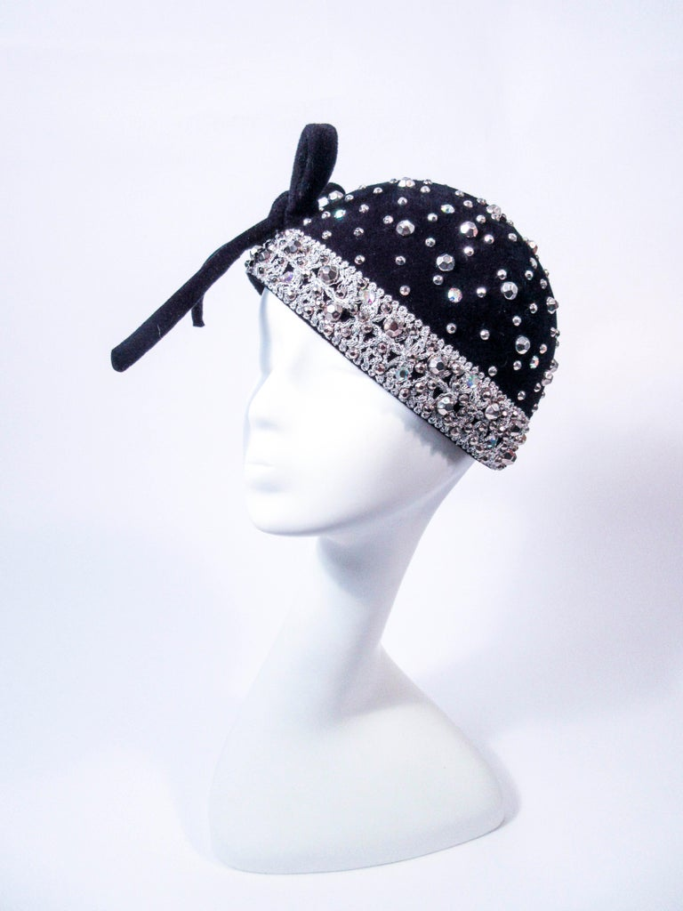 c0749884ef2 This Yves Saint Laurent hat is composed of a black felt. Features a large  bow