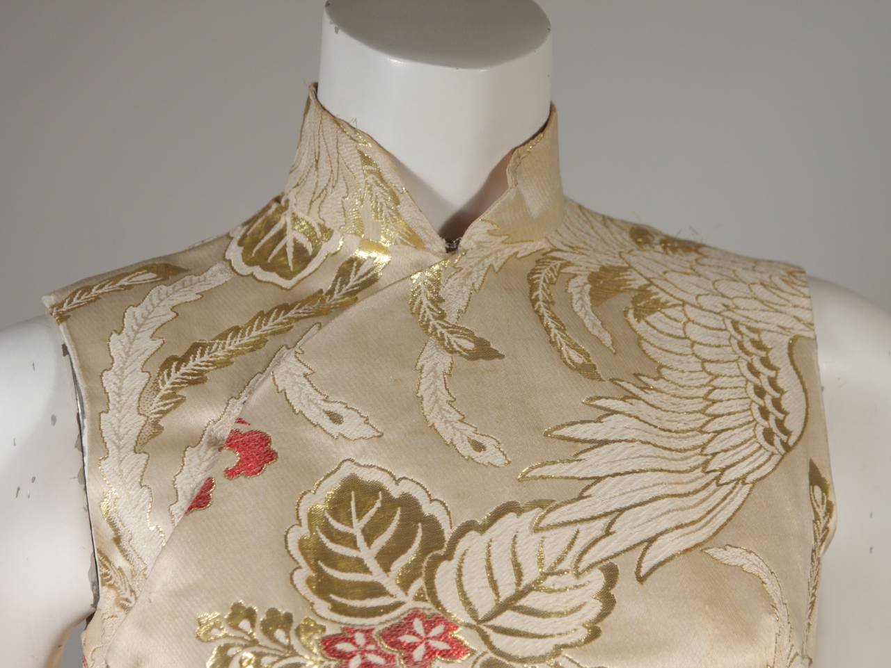 1950's Ivory and Gold Brocade Phoenix w. Red Flowers Cocktail Dress XS In Excellent Condition For Sale In Los Angeles, CA