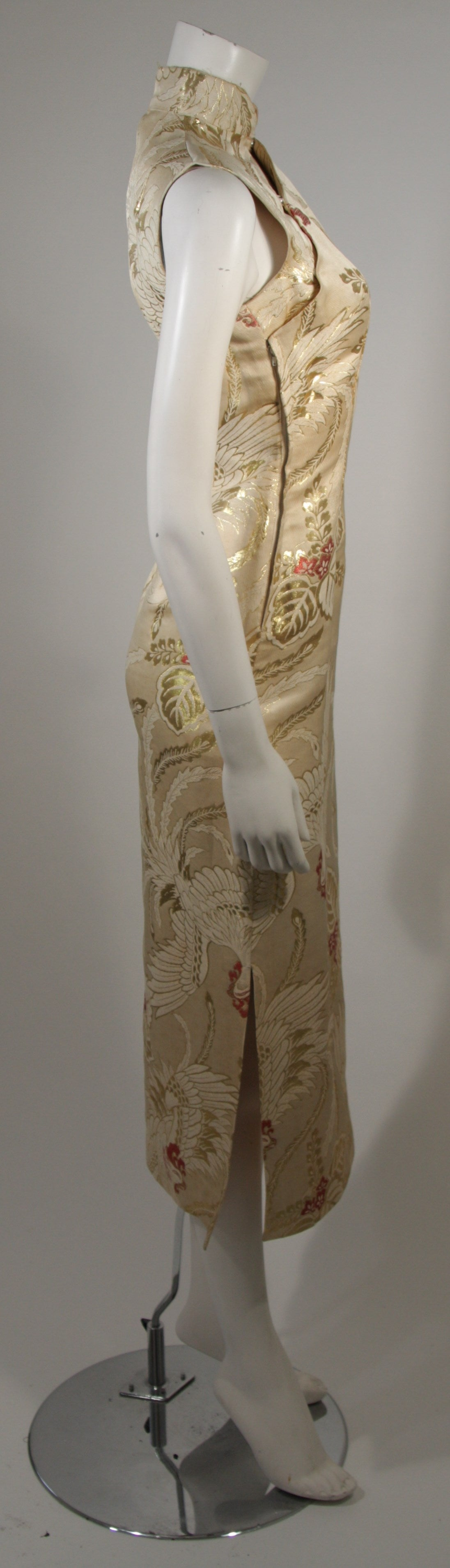 1950's Ivory and Gold Brocade Phoenix w. Red Flowers Cocktail Dress XS For Sale 2