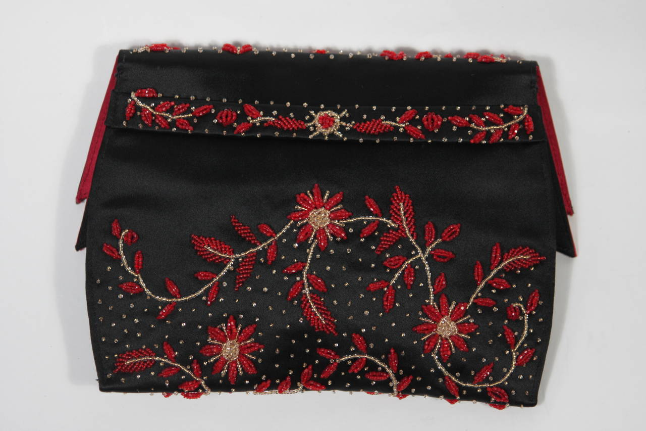 Duizend-Gans Black Beaded Satin Evening Clutch with Red Lining In Excellent Condition For Sale In Los Angeles, CA