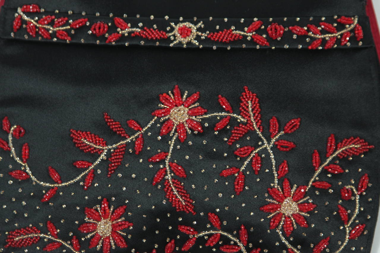 Women's Duizend-Gans Black Beaded Satin Evening Clutch with Red Lining For Sale