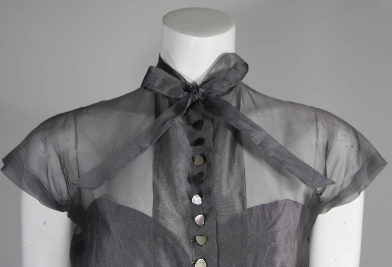 1950's Pedro Rodriguez of Madrid Grey Silk Organza Cocktail Dress Size Small In Good Condition For Sale In Los Angeles, CA
