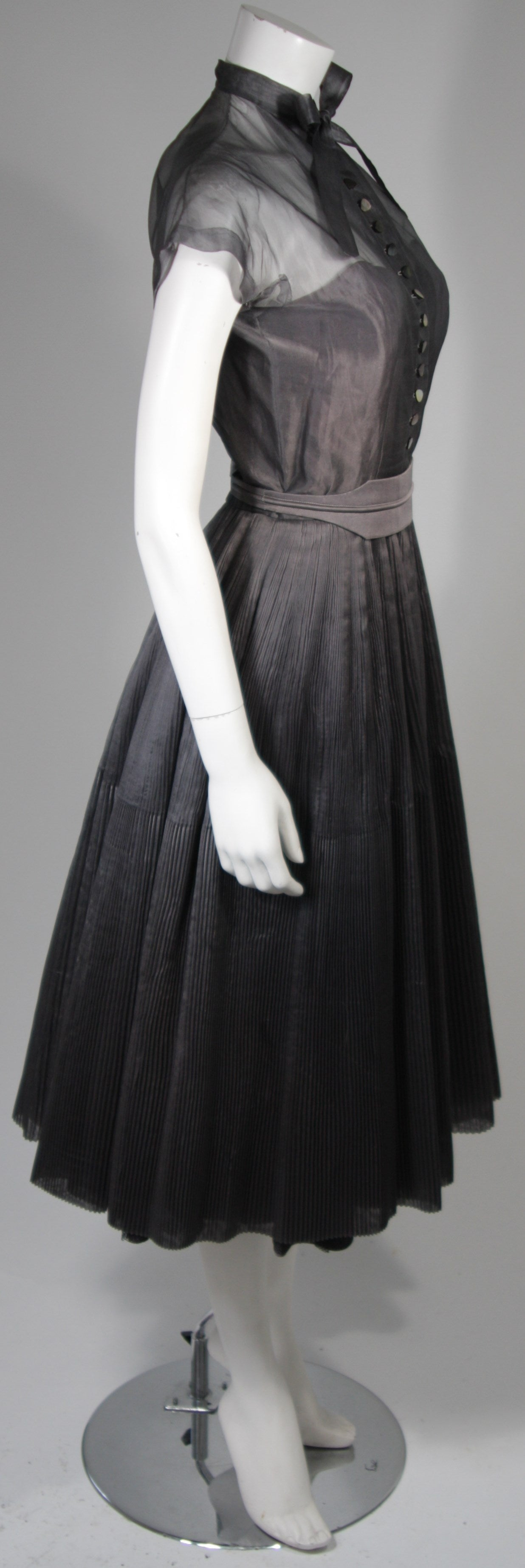 Women's 1950's Pedro Rodriguez of Madrid Grey Silk Organza Cocktail Dress Size Small For Sale