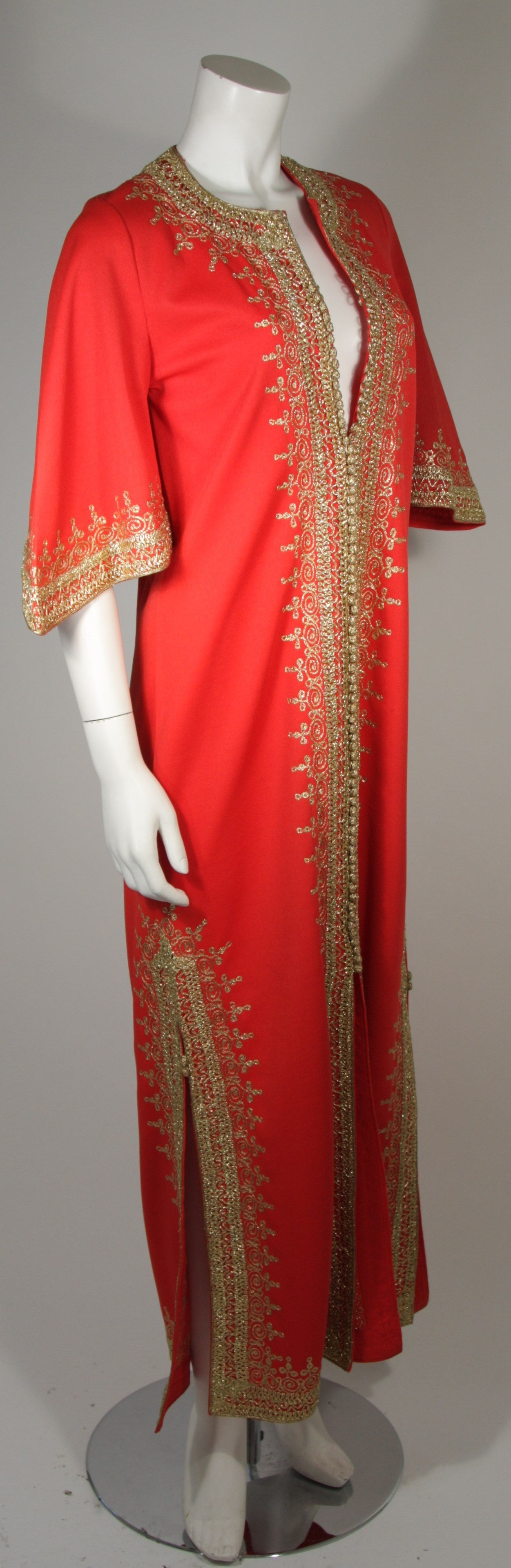 Custom Orange and Gold Indian Kaftan Size Small In Excellent Condition For Sale In Los Angeles, CA