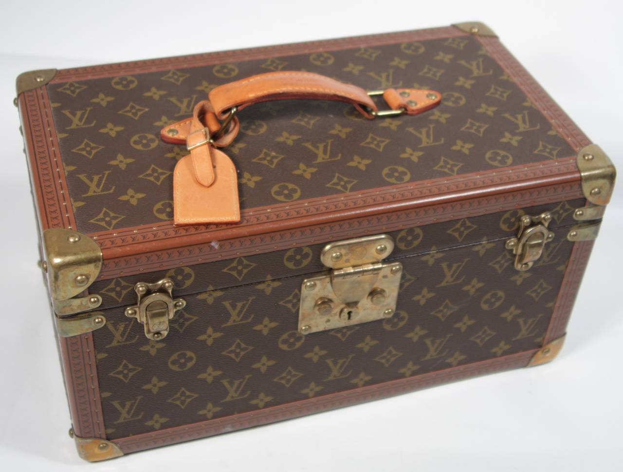 louis vuitton vintage monogram cosmetic travel train case at 1stdibs. Black Bedroom Furniture Sets. Home Design Ideas