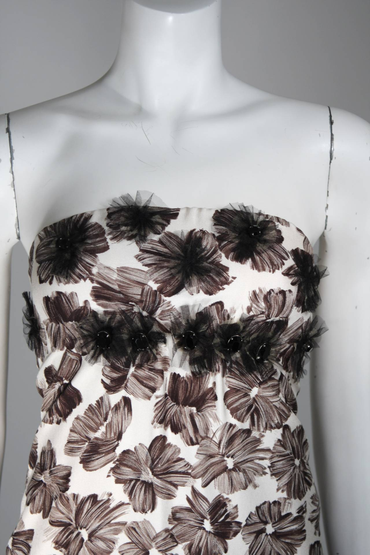 Gray GIAMBATTISTA VALLI White Strapless Floral Print Rhinestone Detail Dress Size 40 For Sale