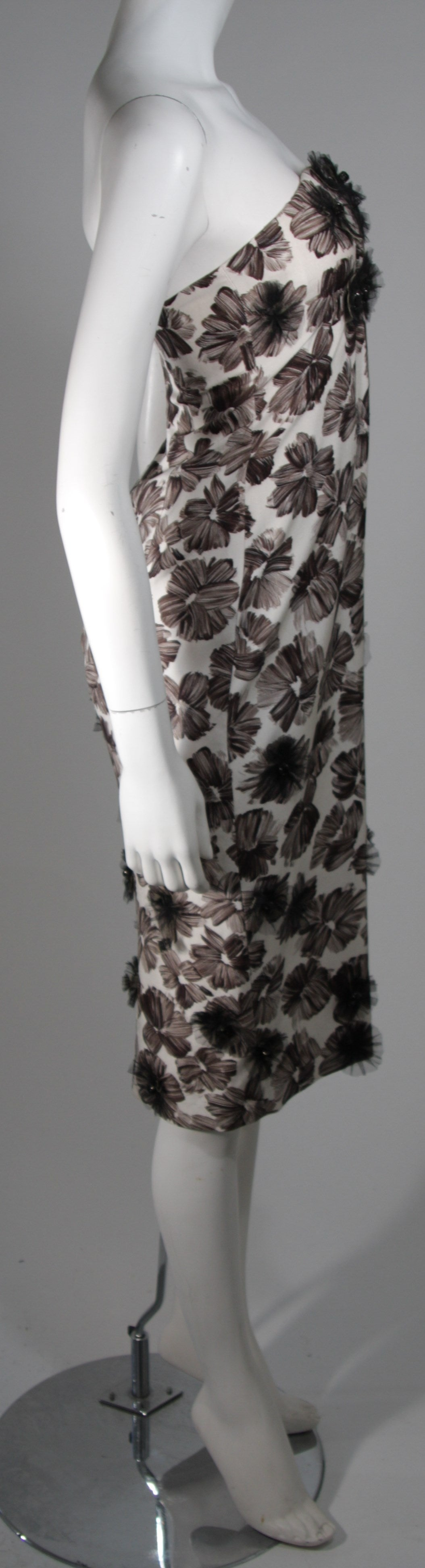Women's GIAMBATTISTA VALLI White Strapless Floral Print Rhinestone Detail Dress Size 40 For Sale