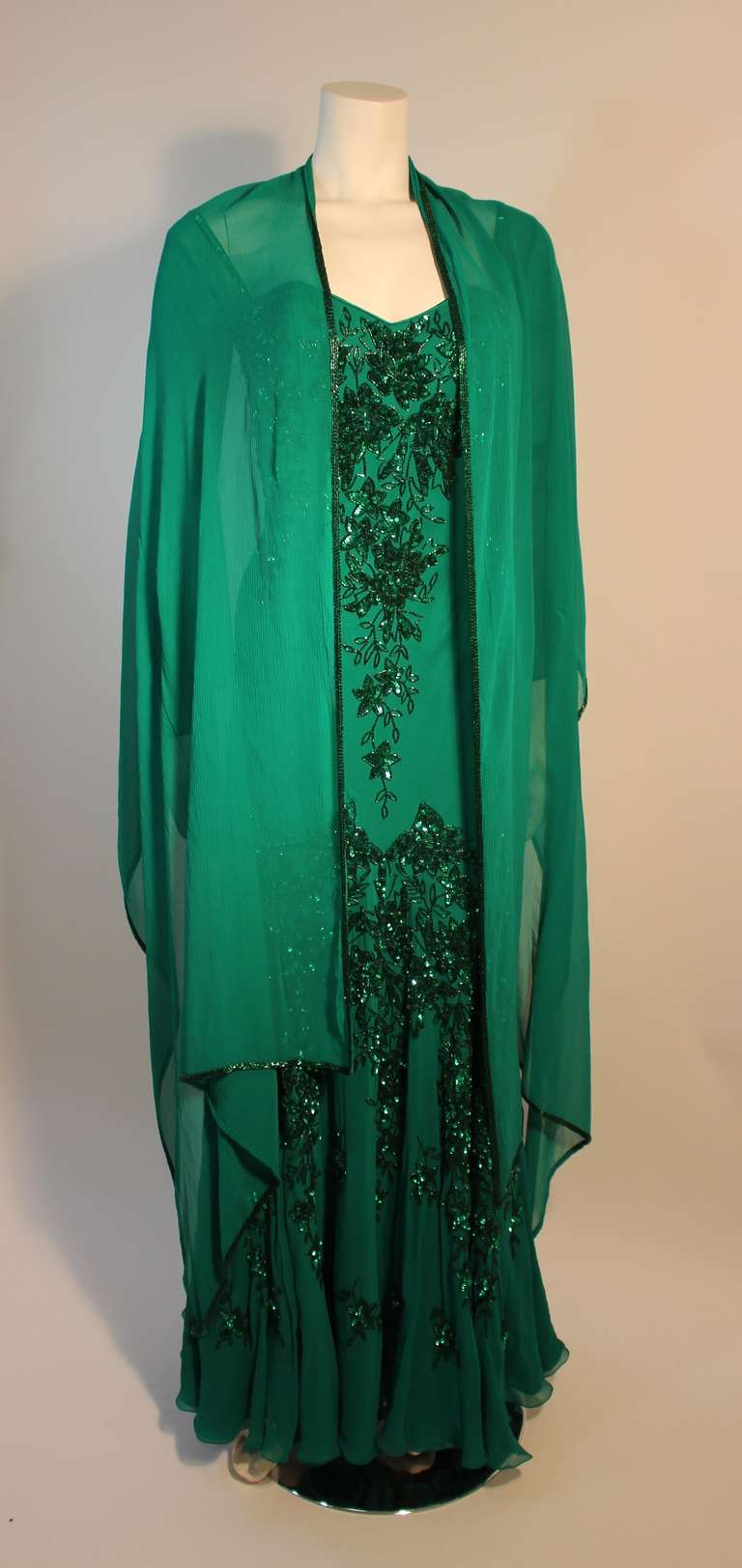 Stunning Eavis & Brown London Emerald Green Gown with Matching Wrap 7