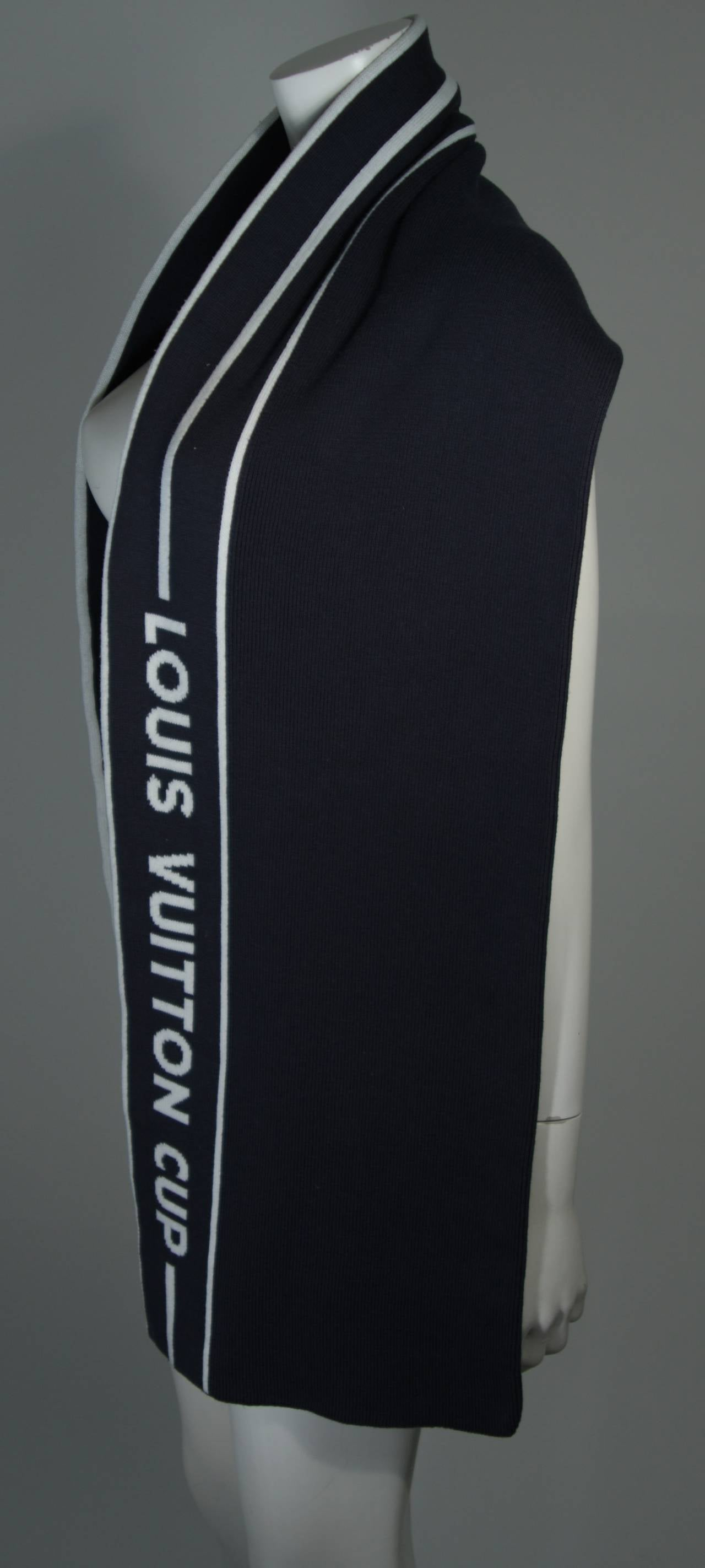 Louis Vuitton Cup Navy Cashmere Blend Scarf In Excellent Condition For Sale In Los Angeles, CA