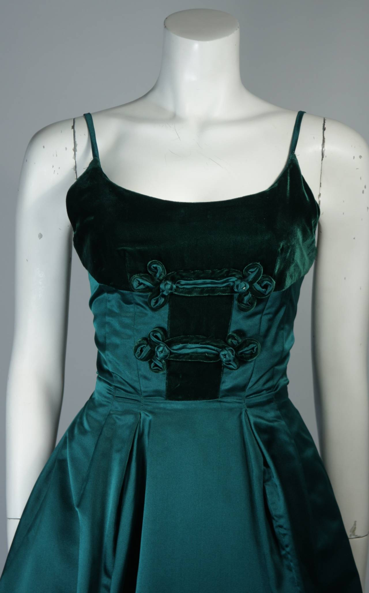 Black Oleg Cassini Emerald Silk and Velvet Applique Dress Size Small For Sale