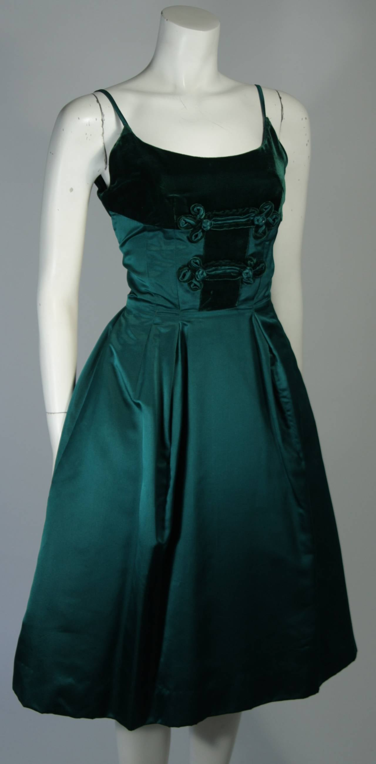 Women's Oleg Cassini Emerald Silk and Velvet Applique Dress Size Small For Sale