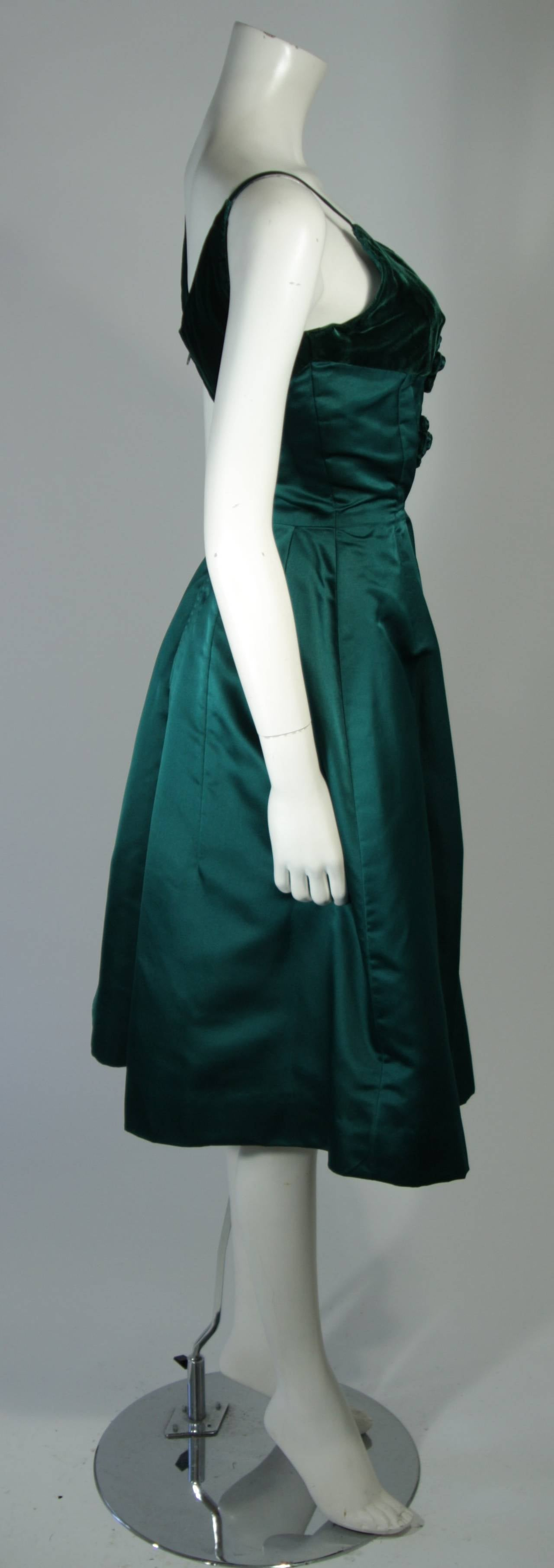 Oleg Cassini Emerald Silk and Velvet Applique Dress Size Small For Sale 1