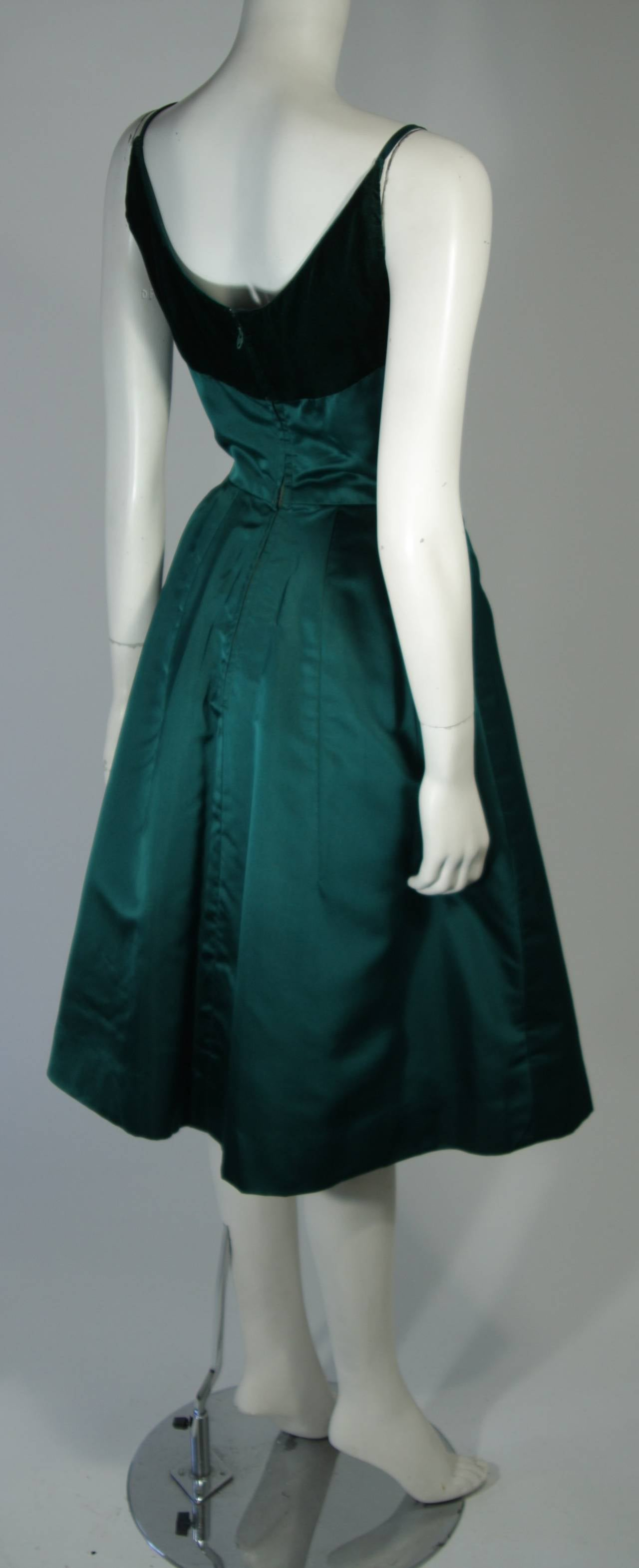 Oleg Cassini Emerald Silk and Velvet Applique Dress Size Small For Sale 2