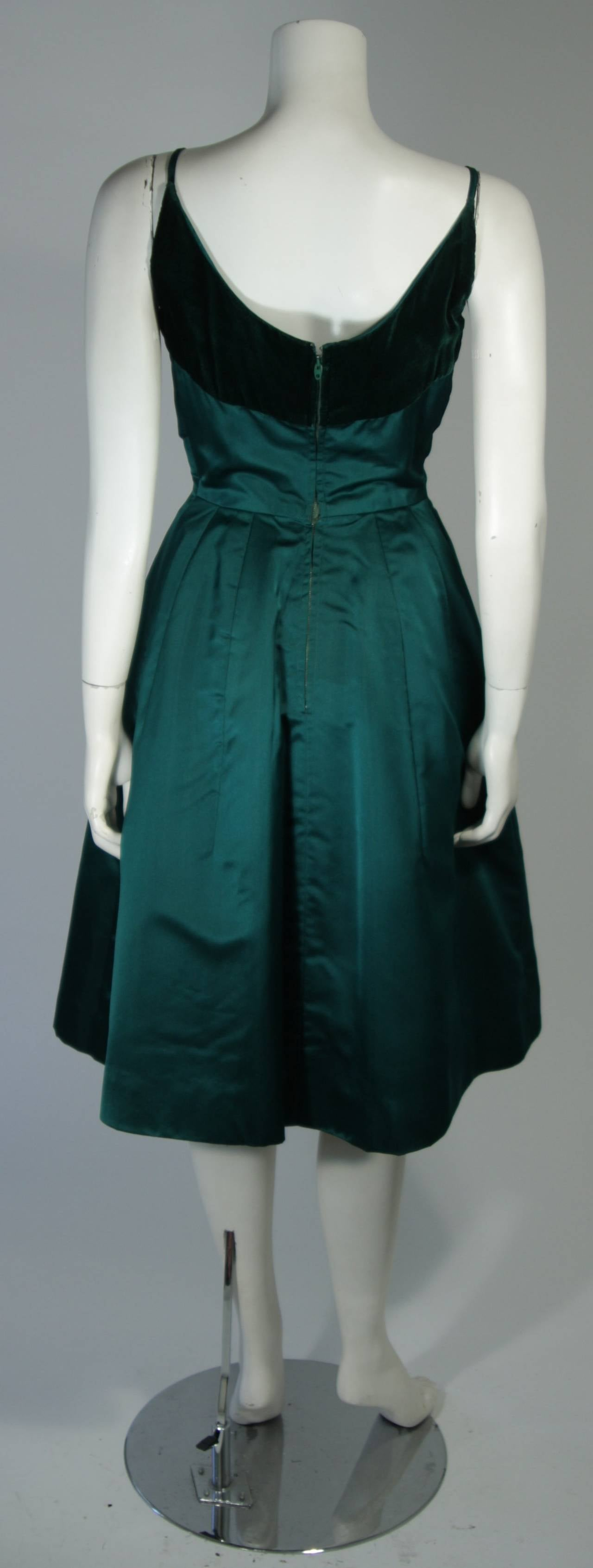 Oleg Cassini Emerald Silk and Velvet Applique Dress Size Small For Sale 3