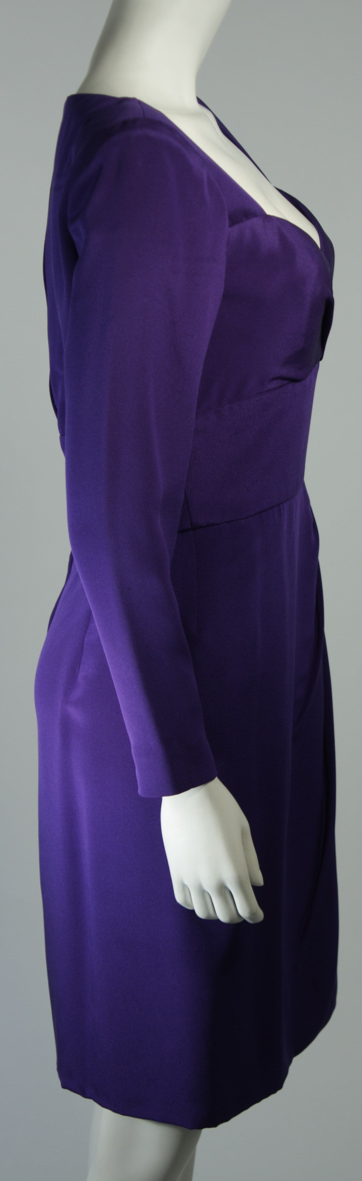 Travilla Purple Silk Long Sleeve Cocktail Dress with Draping Size 8 For Sale 3