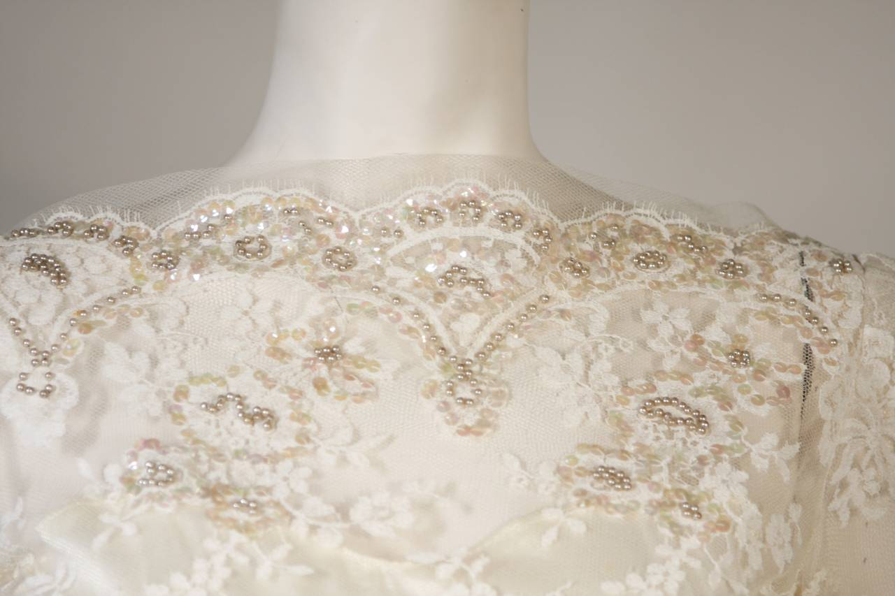 Vintage Lace Wedding Gown with Scalloped Edges and Long Sleeves Size Small 6