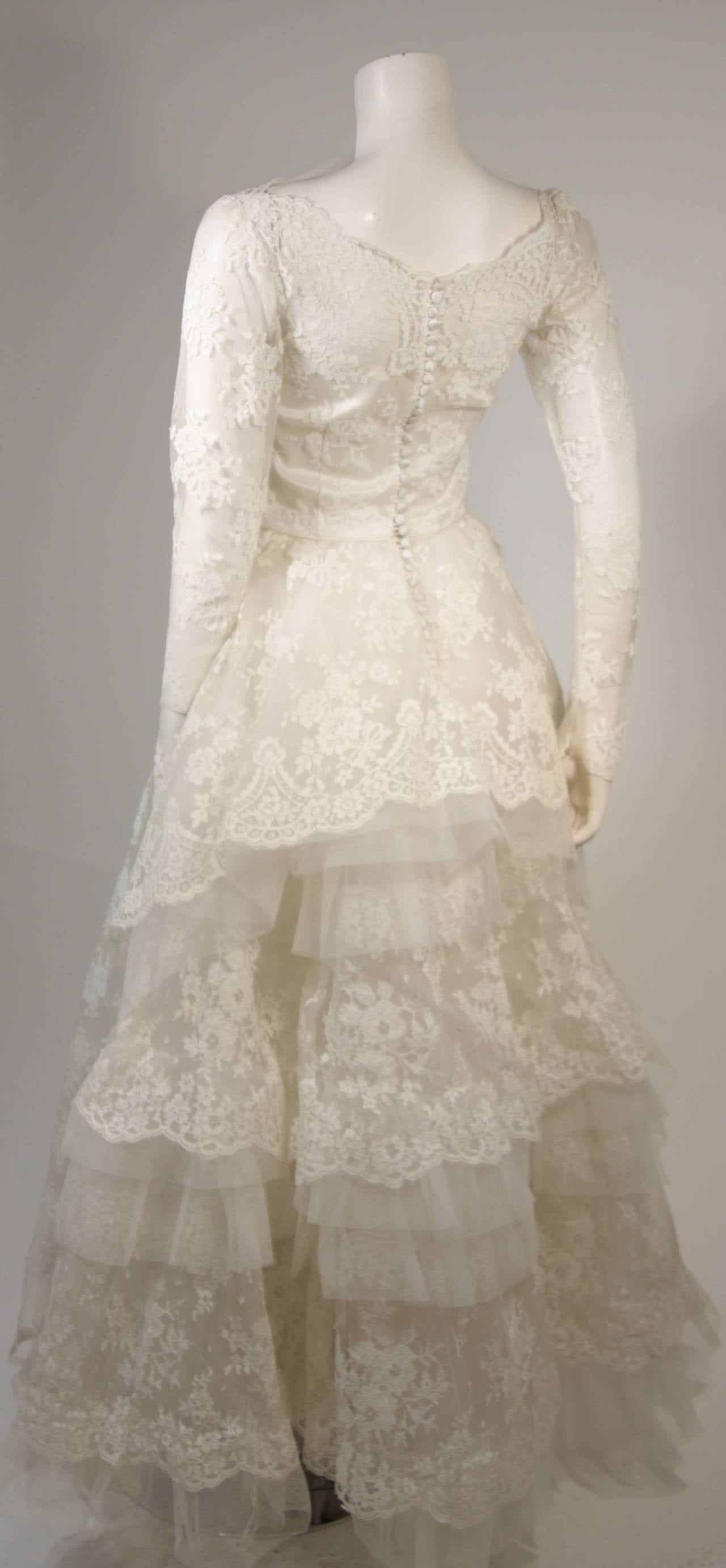 Vintage Lace Wedding Gown with Scalloped Edges and Long Sleeves Size Small For Sale 2