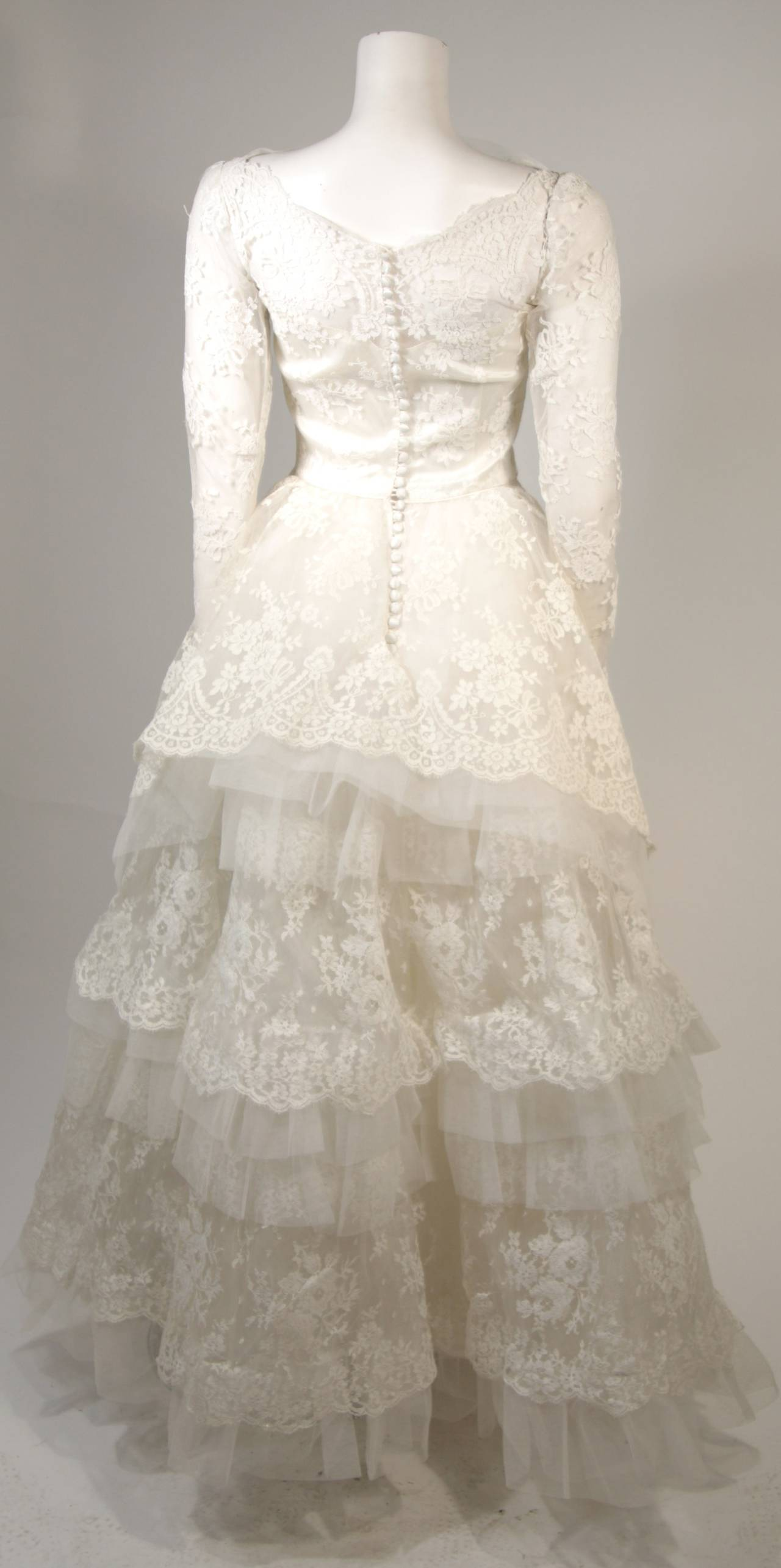 Vintage Lace Wedding Gown with Scalloped Edges and Long Sleeves Size Small For Sale 4