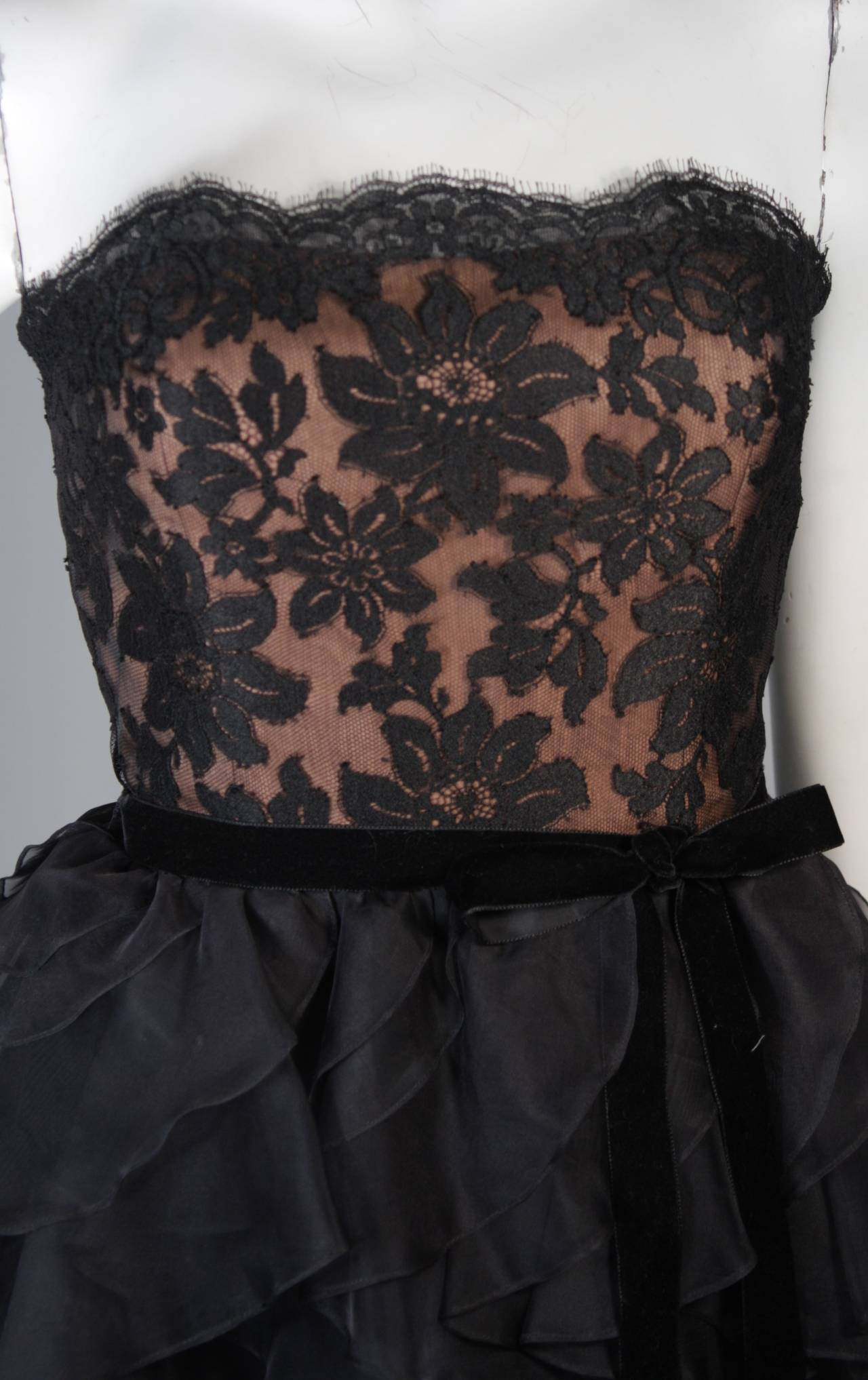 Jill Richards Black Lace Cocktail Dress with Layered Silk Skirt Size 6 In Excellent Condition For Sale In Los Angeles, CA