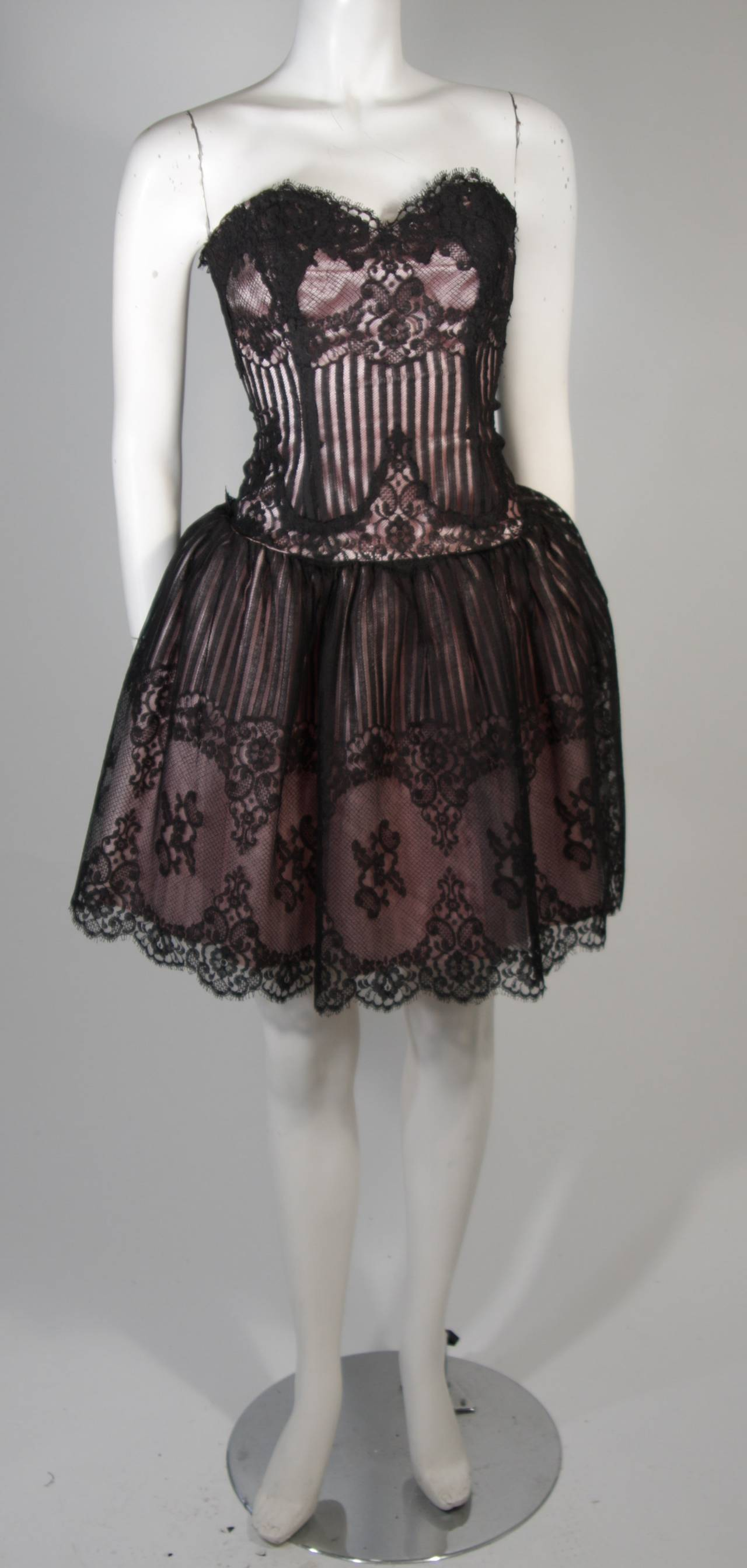 Women's Victor Costa Strapless Black Lace Cocktail Dress with Pink Satin Size 40 For Sale