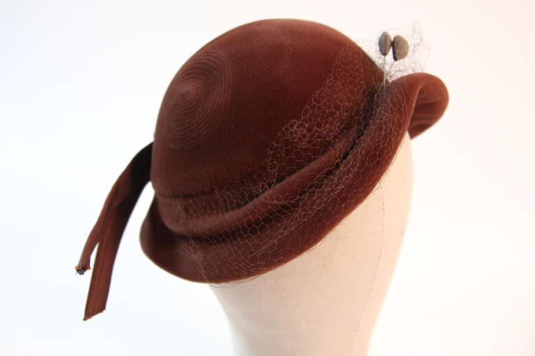 Jacques Fath Fur felt cloche with circular stitched design and bow detail 6