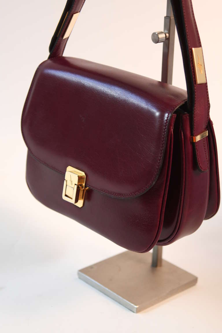 Fontana Roma Burgundy Leather Multi Compartment Purse Adjule Strap In Excellent Condition For