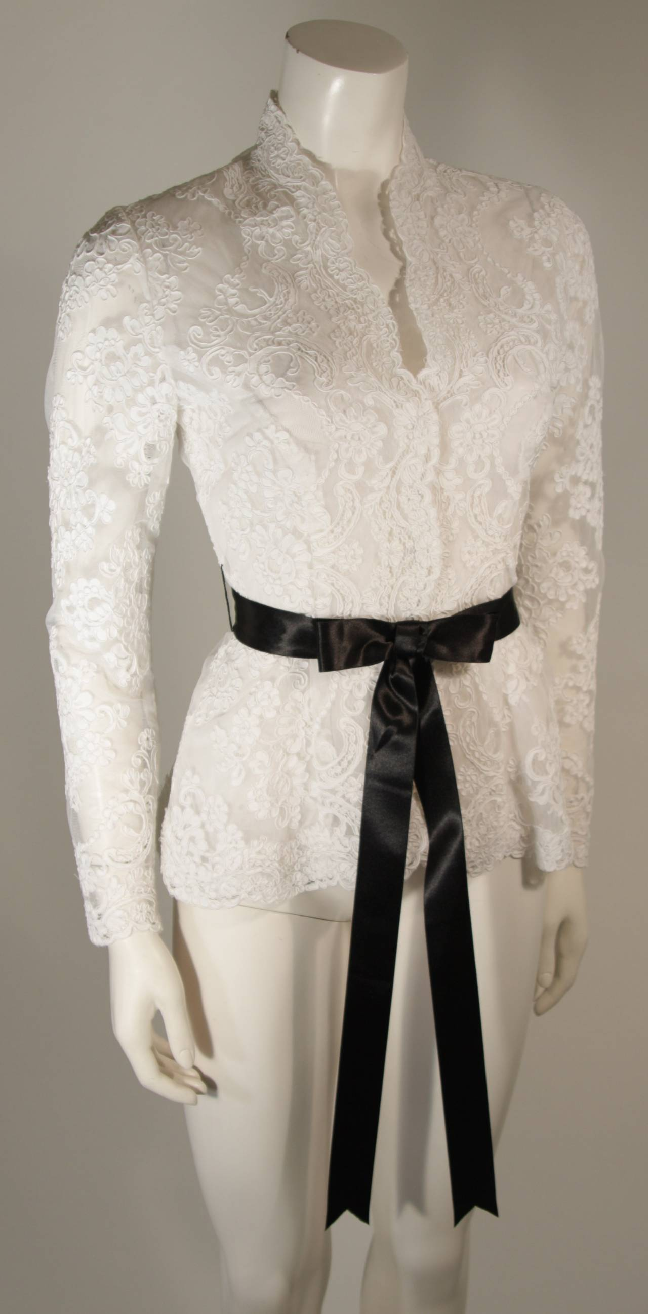 This Victor Costa blouse is composed of a striking white lace and features scalloped edges. There are center front snap closures. In excellent condition.   **Please cross-reference measurements for personal accuracy. The size listed in the