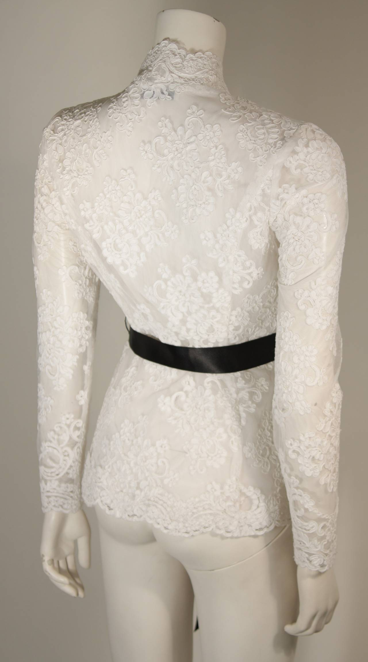 Victor Costa White Lace Scalloped Edge Long Sleeve Blouse Size 4 6 8 In Excellent Condition For Sale In Los Angeles, CA