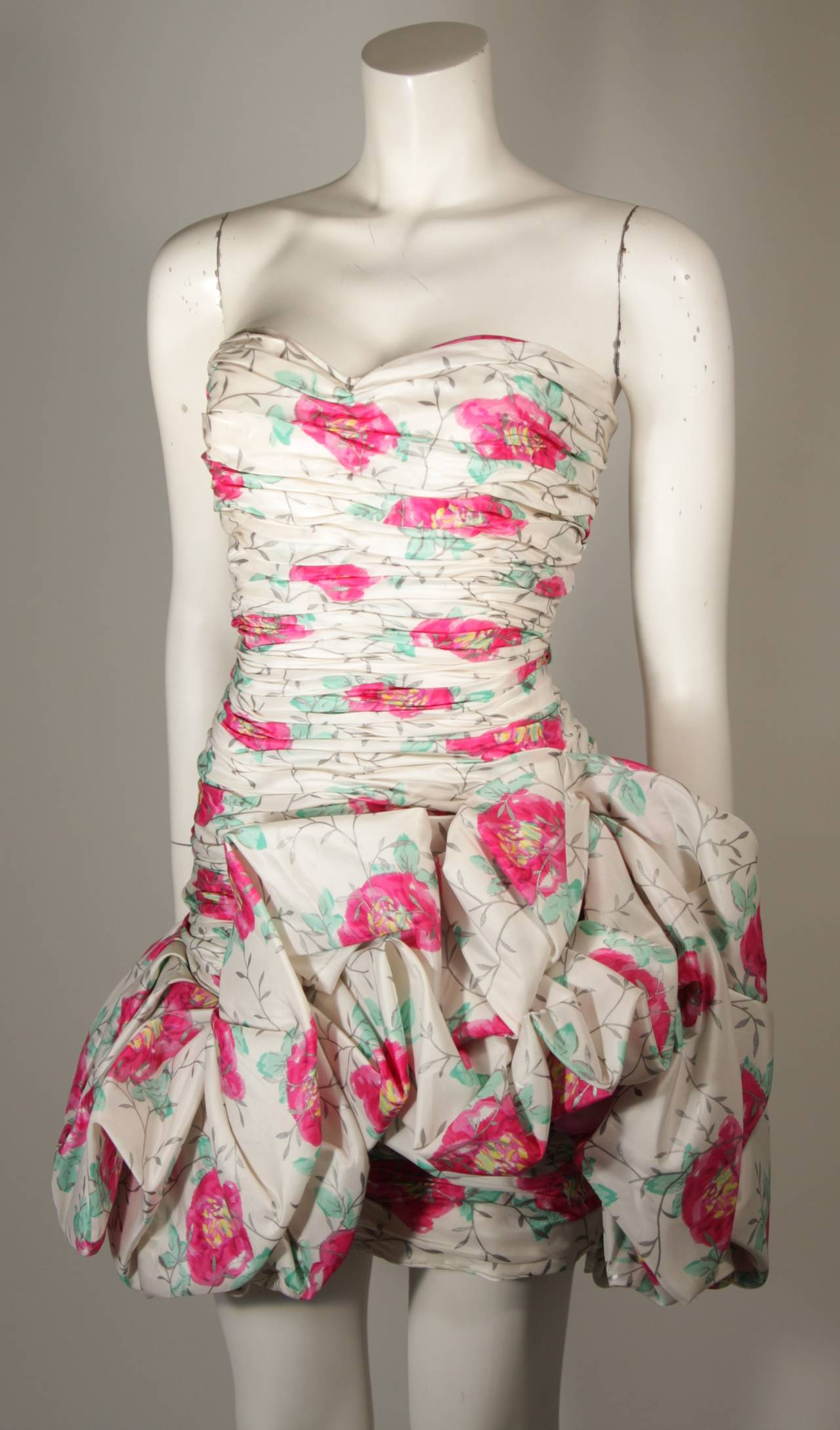 Ungaro White Silk Cocktail Dress with Pink & Green Floral Design Size 8 In Excellent Condition For Sale In Los Angeles, CA