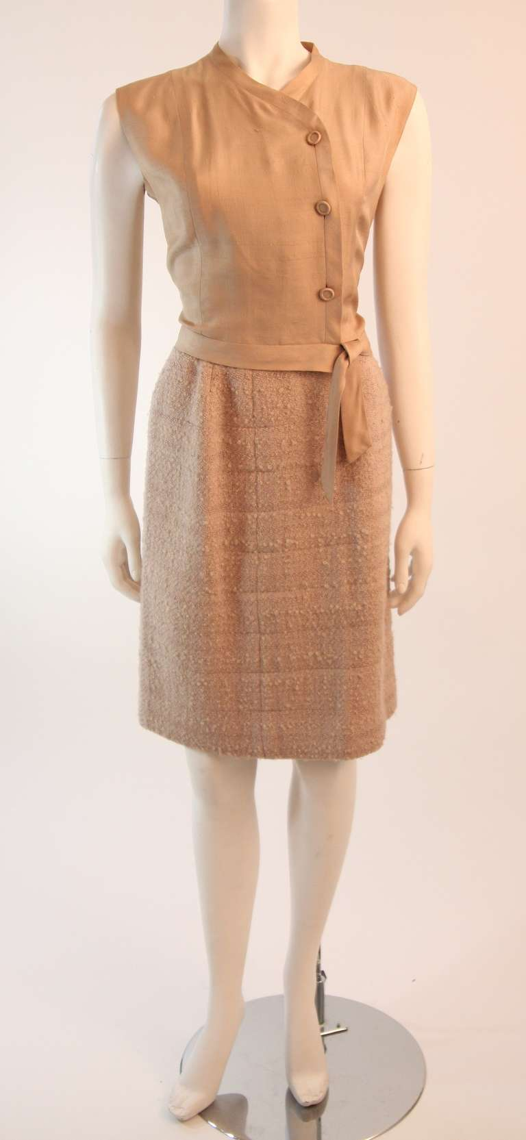1960's Attributed to Chanel Couture Cream Boucle 3 Piece Tweed Suit 9