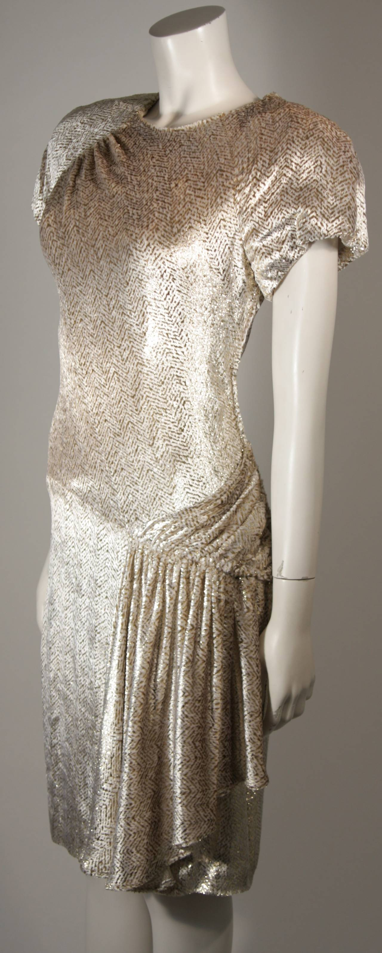 Vicky Tiel Ivory and Gold Velvet Texture Cocktail Dress Size 38 In Excellent Condition For Sale In Los Angeles, CA