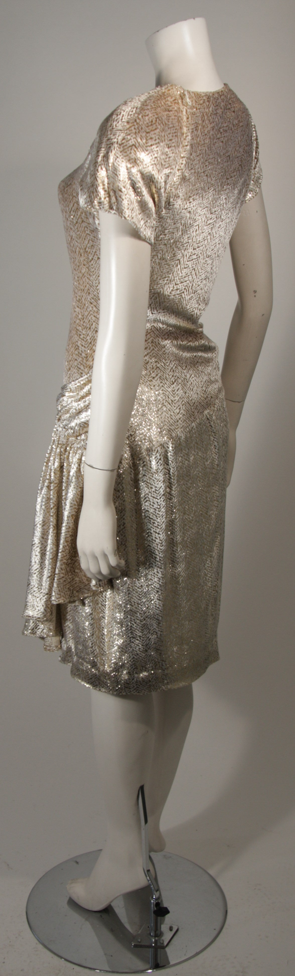 Vicky Tiel Ivory and Gold Velvet Texture Cocktail Dress Size 38 For Sale 1