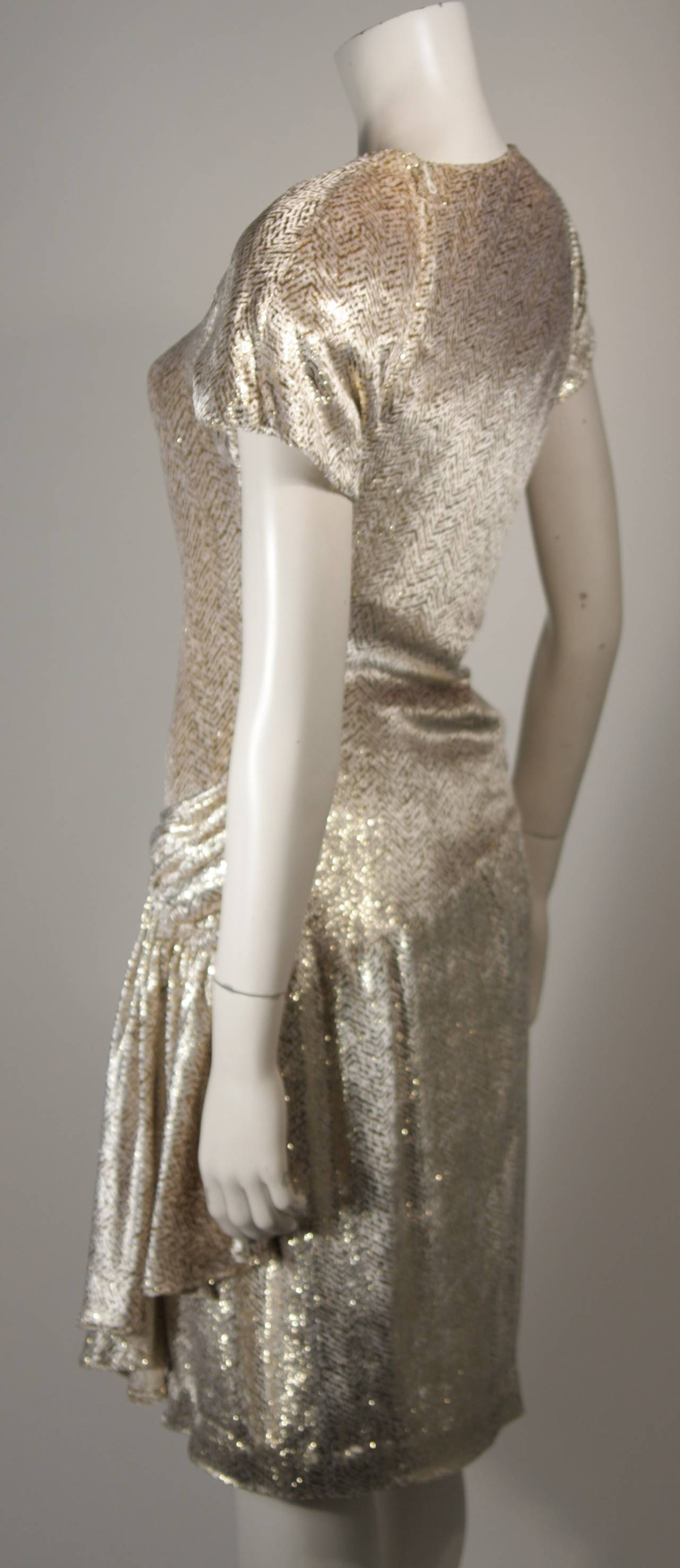 Vicky Tiel Ivory and Gold Velvet Texture Cocktail Dress Size 38 For Sale 2