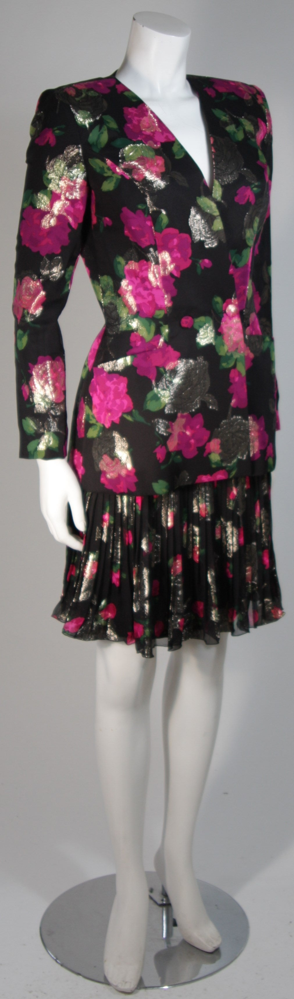 Vicky Tiel Black SilkSuit with Floral Motif and Pleated Chiffon Skirt Size Small In Excellent Condition For Sale In Los Angeles, CA