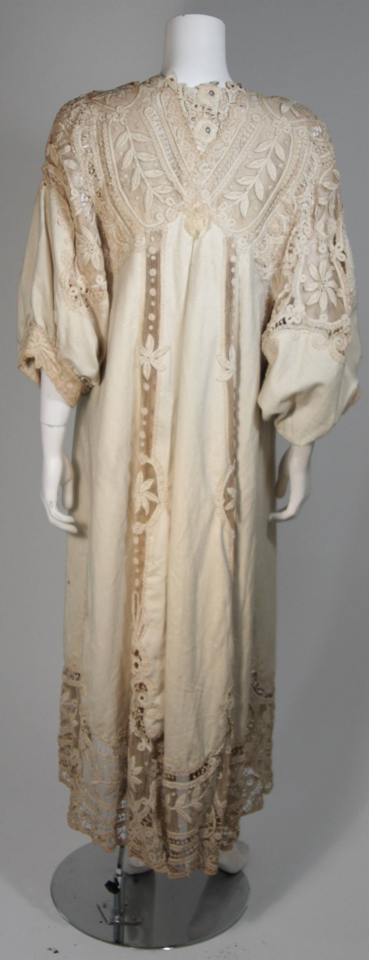 Antique Lace Coat with Bell Sleeve Detail For Sale 2