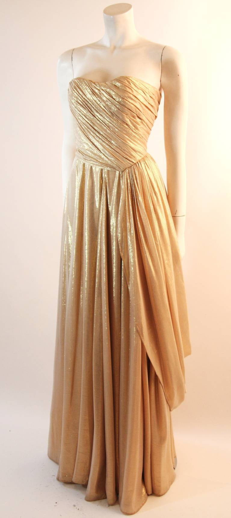 Elizabeth Mason Couture Custom Draped Strapless Gold Lame Gown In Excellent Condition For Sale In Los Angeles, CA